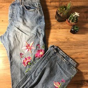 Denim - Embroidered Mom Jeans